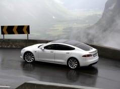 Tesla Model S - self-driving car