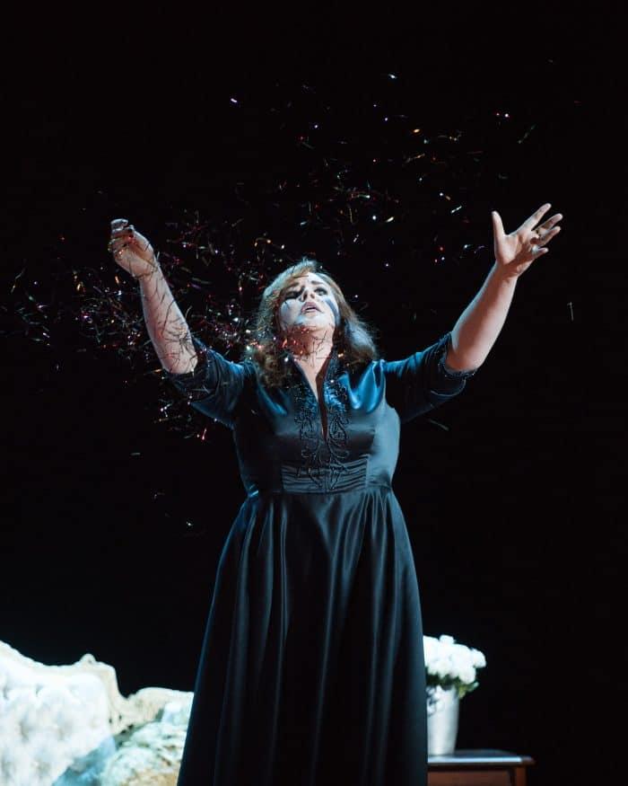 "TaraCurtis(Cassandre)performs""LesGrecsontdisparu!...Malheureuxroi!Dansl'éternellenuit""fromLesTroyensbyBerlioz.PhotobyKristenLoken."